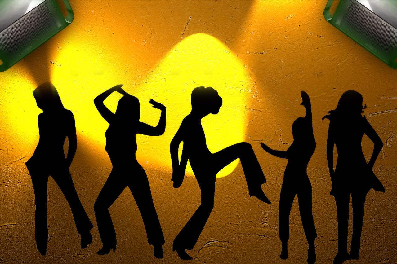 Dansande kvinnor